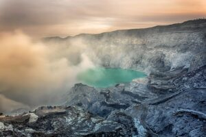 Inilah Tempat Wisata Eksotis Di Indonesia yang Perlu Diwaspadai