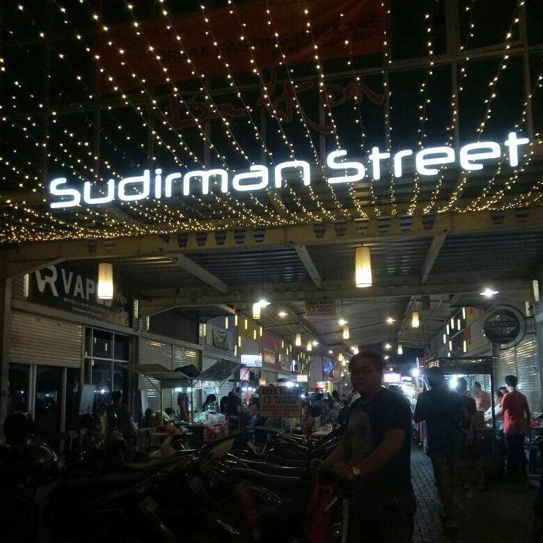 Berswafoto Hingga Wisata Kuliner Di Sudirman Street Bandung