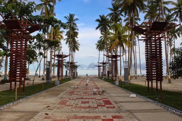 Berwisata ke Pantai Waisai Torang Cinta, Raja Ampat