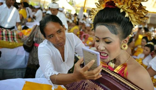 Memeriahkan Suasana Upacara Potong Gigi di Bali